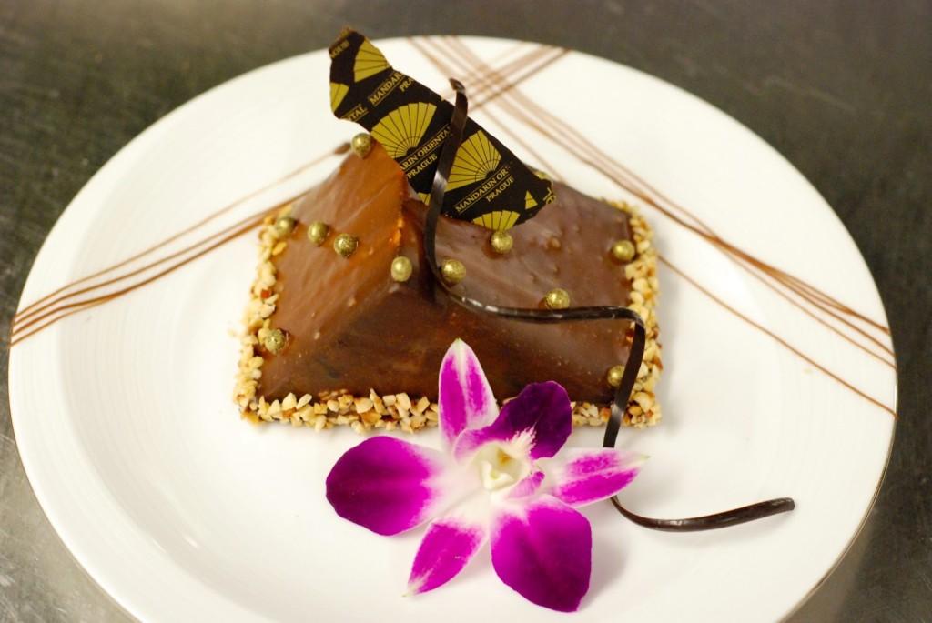 Complimentary cake (místní cukrářský freestyle)